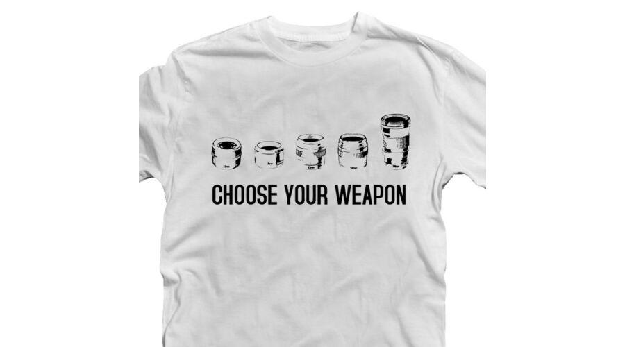 4d46eb28d9 Choose Your Weapon - Fényképező Feliratos Póló - Ruha és Pólónyomás ...